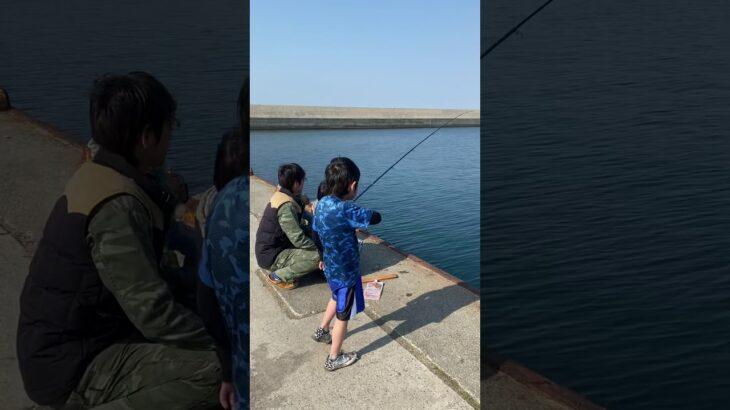 子供の魚釣り 海釣り